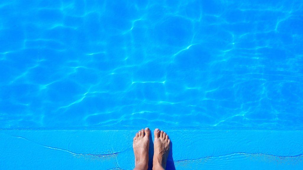 pool-1617337_1280